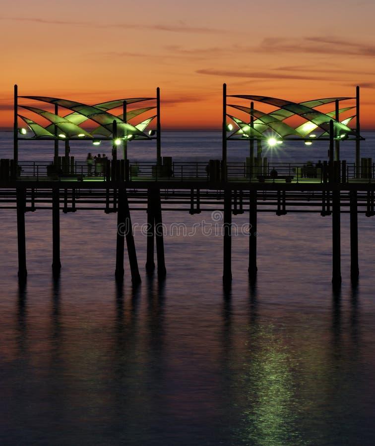 Zonsondergang bij de Pijler van het Strand Redondo stock afbeeldingen
