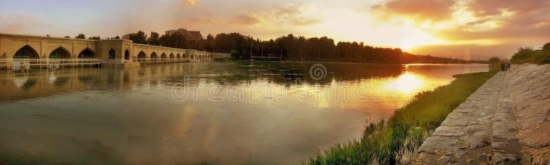 Zonsondergang bij de rivier stock fotografie