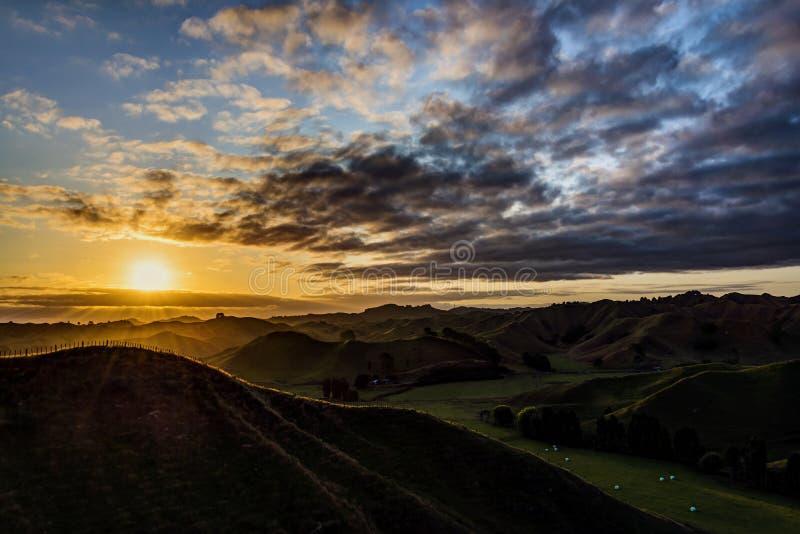 Zonsondergang bij de vergeten weg van Nieuw Plymouth stock fotografie