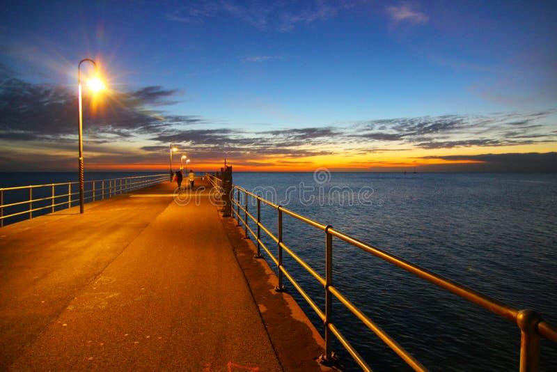 Zonsondergang bij Glenelg-Pier royalty-vrije stock afbeelding