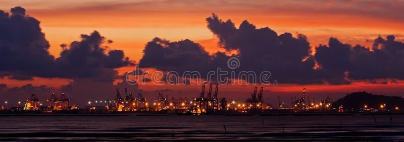 Zonsondergang bij Haven Containrt