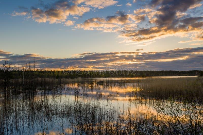 Download Zonsondergang bij het Meer stock afbeelding. Afbeelding bestaande uit horizon - 54079797