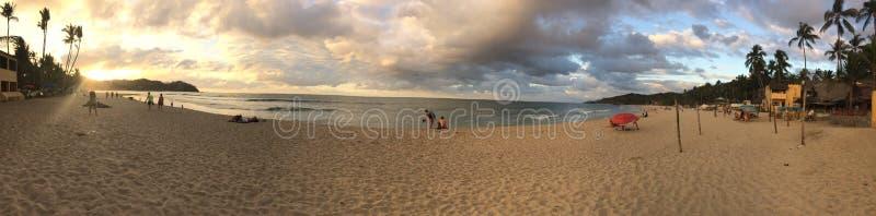 Zonsondergang bij het mooie Sayulita-strand in Mexico royalty-vrije stock afbeeldingen