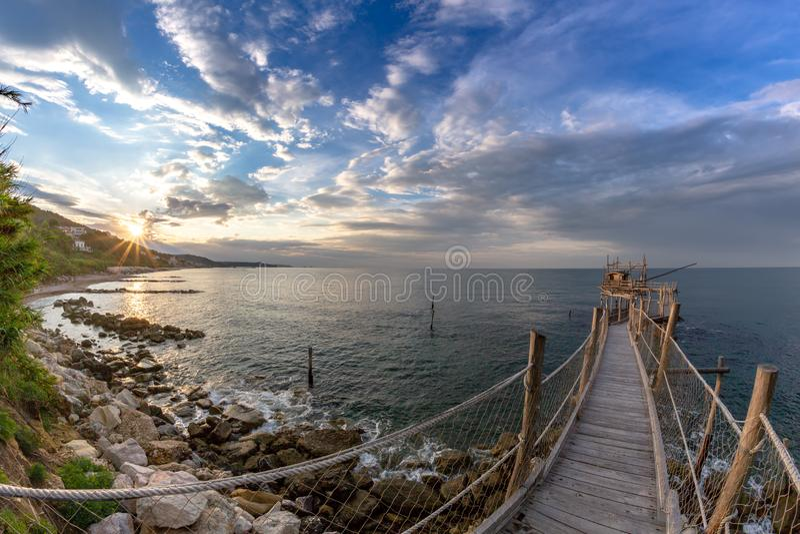 Zonsondergang bij het overzees - Costa-deitrabocchi stock afbeeldingen