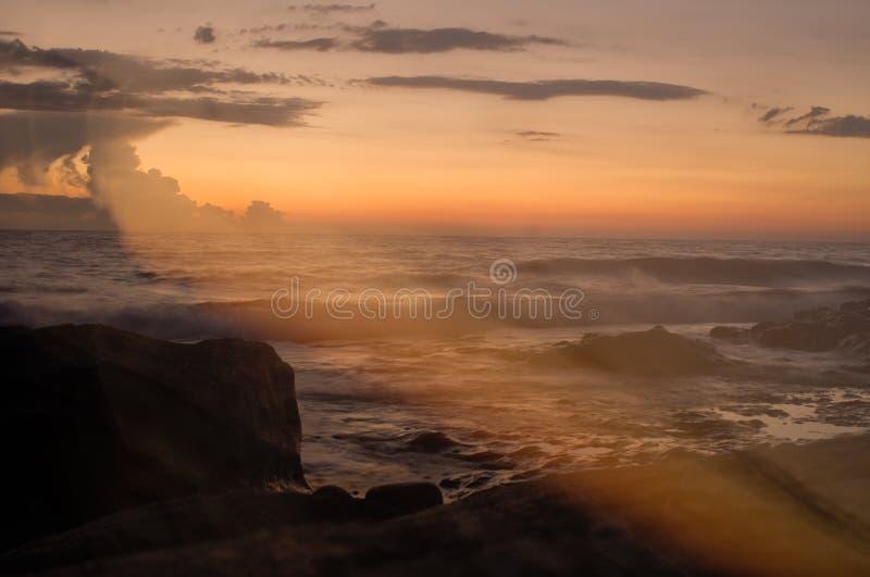 Zonsondergang bij het overzees grieks korfu royalty-vrije stock afbeelding