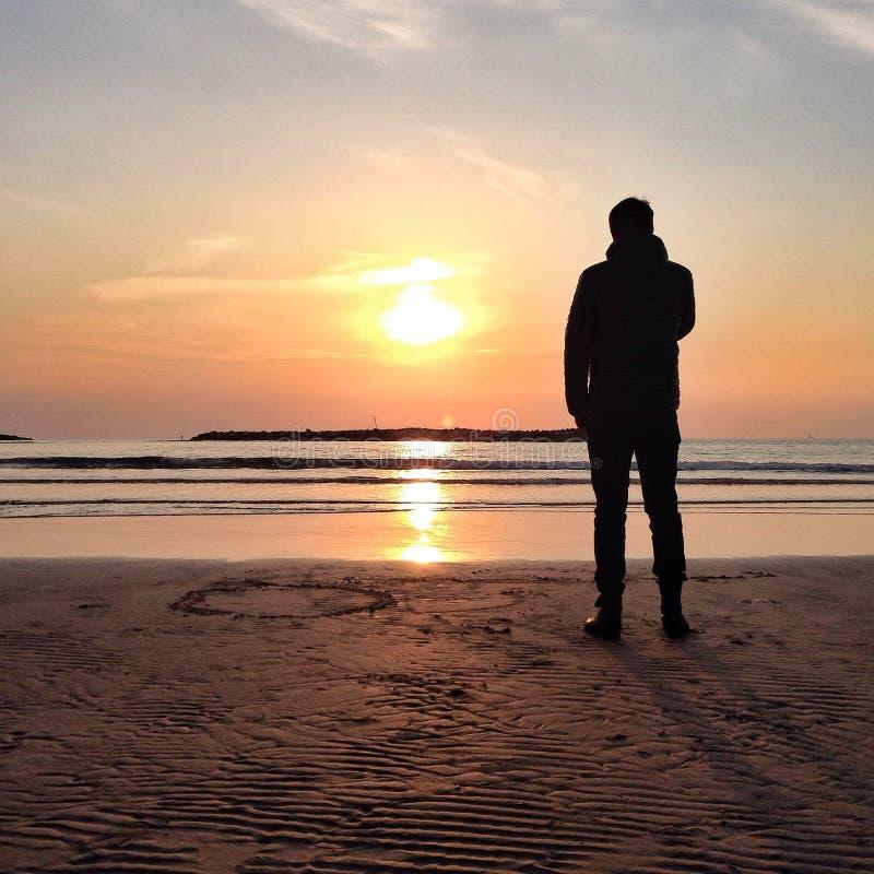 Zonsondergang bij het strand stock foto