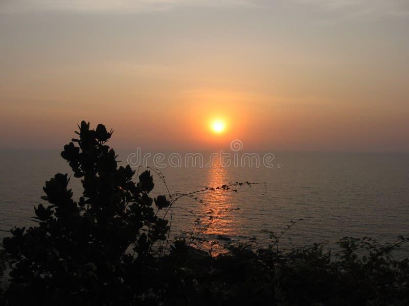 Zonsondergang bij het Strand Goa stock afbeeldingen