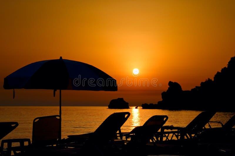 Zonsondergang bij het strand op het eiland van Korfu royalty-vrije stock foto's
