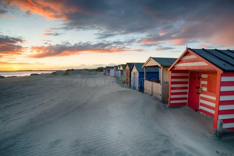 Zonsondergang bij het Westen Wittering in Sussex stock afbeelding