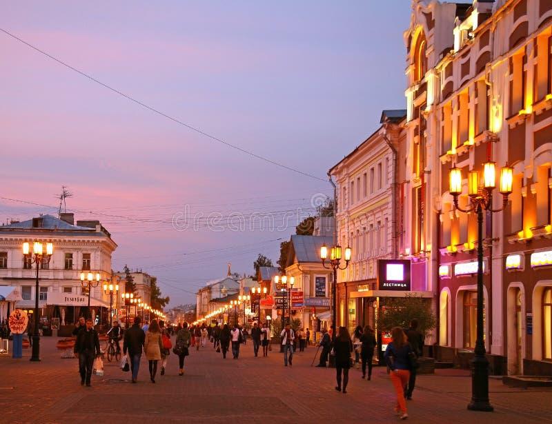 Zonsondergang bij hoofdstraat Nizhny Novgorod stock fotografie