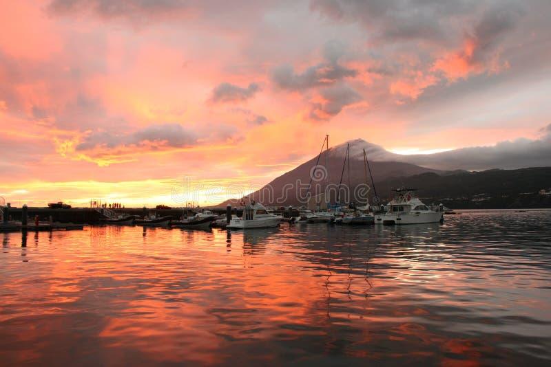 Zonsondergang bij Jachthaven stock foto's
