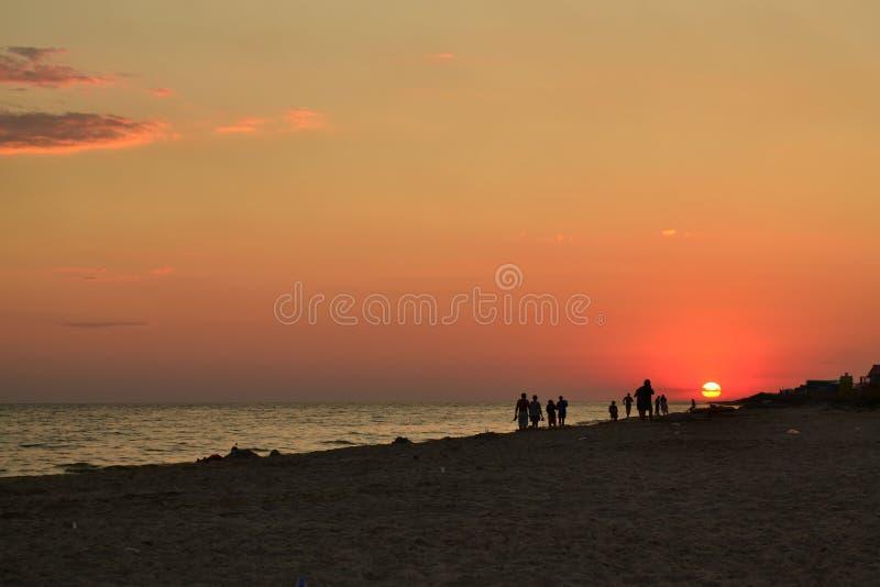 Zonsondergang bij kust royalty-vrije stock fotografie