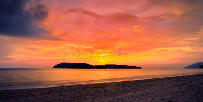 Zonsondergang bij langkawi stock afbeelding