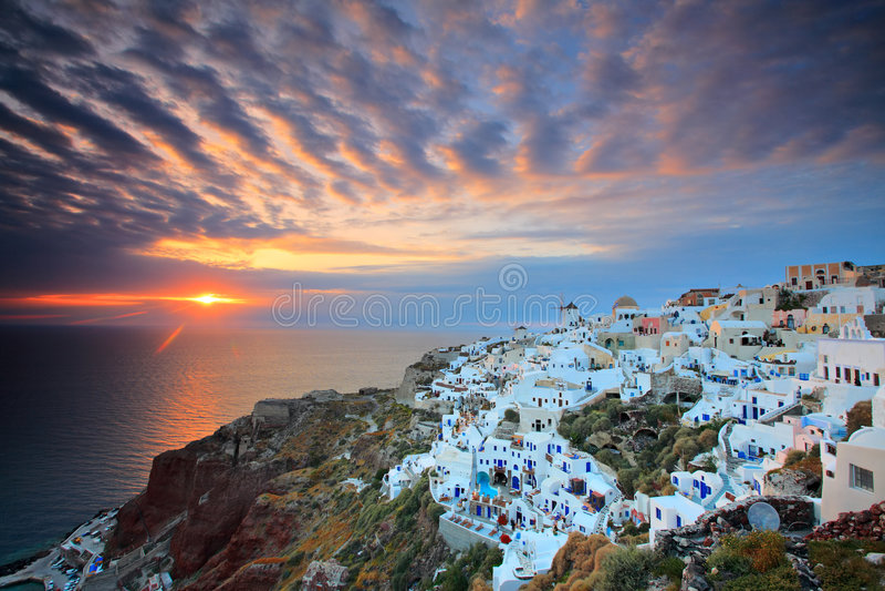 Zonsondergang bij Oia dorp royalty-vrije stock afbeelding