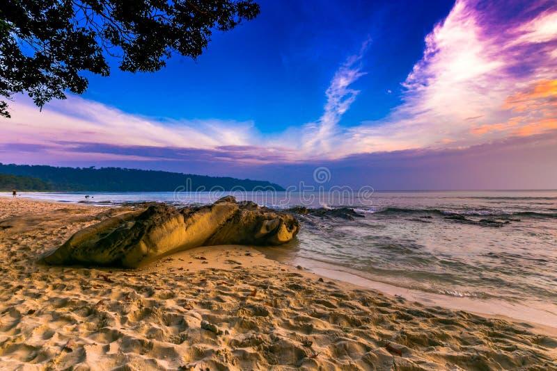 Zonsondergang bij Radhanagar-strand havelock stock foto