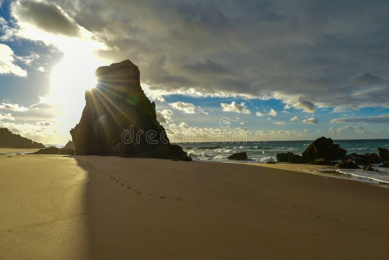 Zonsondergang bij Santa Cruz-strand - Portugal royalty-vrije stock foto's
