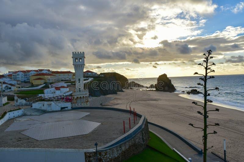 Zonsondergang bij Santa Cruz-strand - Portugal stock fotografie