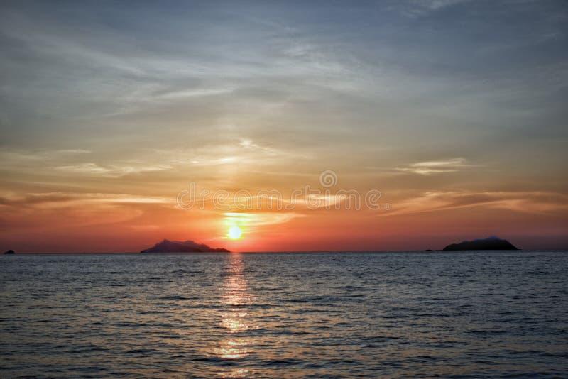 Zonsondergang bij satun stock afbeelding