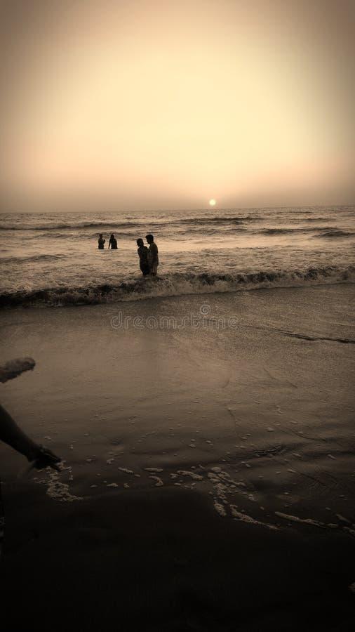 Zonsondergang bij strand royalty-vrije stock afbeeldingen