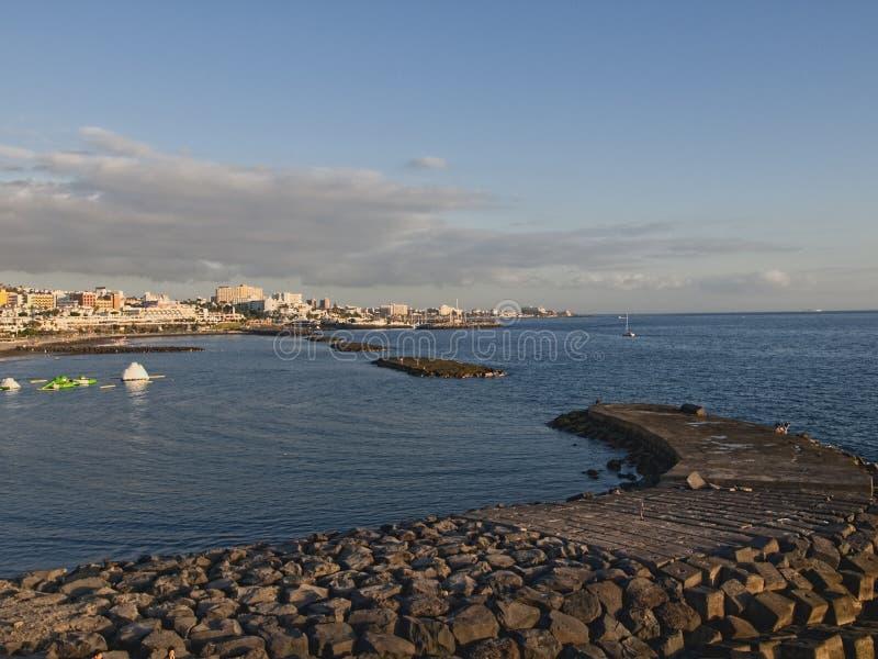 Zonsondergang bij strand in Tenerife Spanje royalty-vrije stock foto's