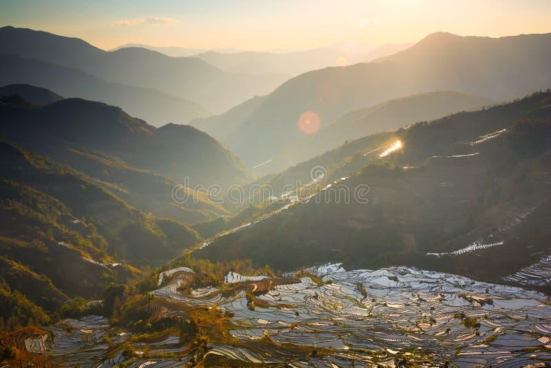 Zonsondergang bij Terrasvormig het Gebieds Toneelgebied van Laohuzui stock afbeelding