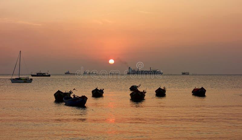Zonsondergang bij Vung-Tau strand - Vietnam royalty-vrije stock afbeelding