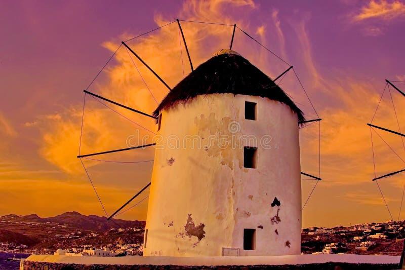 Zonsondergang bij windmolens van Mykonos royalty-vrije stock foto