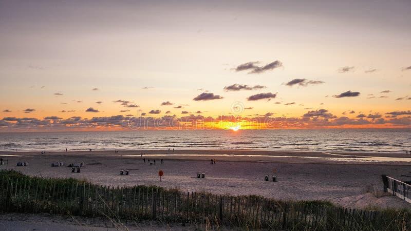 Zonsondergang bij Zandvoort-Strand royalty-vrije stock foto