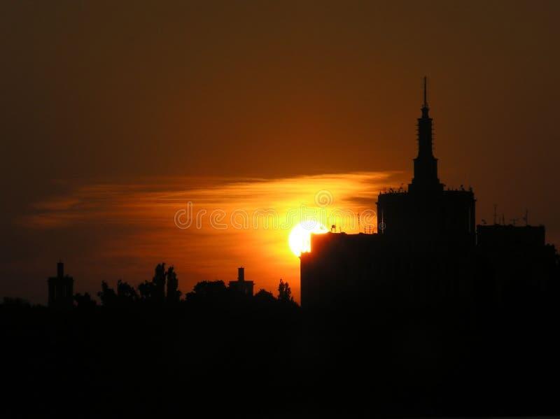 Zonsondergang in Boekarest stock fotografie