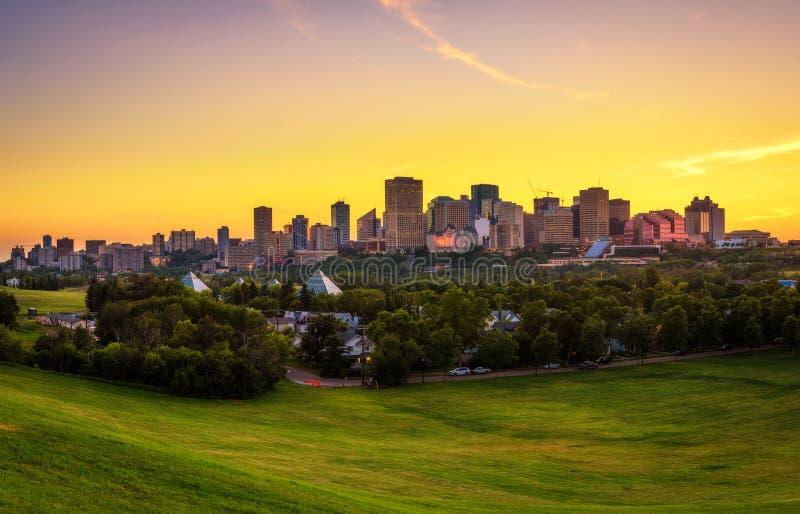 Zonsondergang boven Edmonton de stad in, Canada royalty-vrije stock fotografie