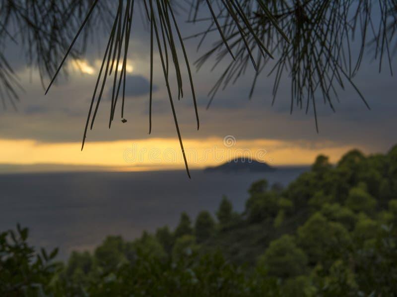 Zonsondergang boven het overzees Oranje Hemel stock afbeeldingen