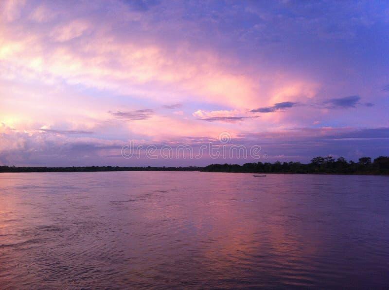 Zonsondergang boven Yurimaguas, Peruviaans Amazonië royalty-vrije stock foto