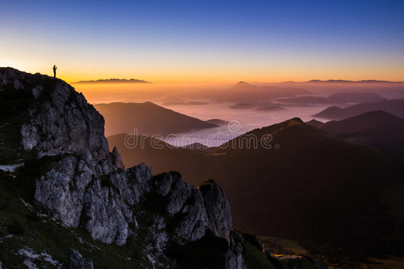 Zonsondergang bovenop Velky Rozsutec, Mala Fatra, Slowakije stock foto