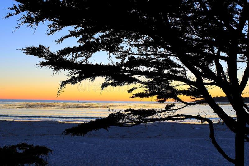 Zonsondergang Carmel Beach, Zuidelijk Californië stock afbeeldingen