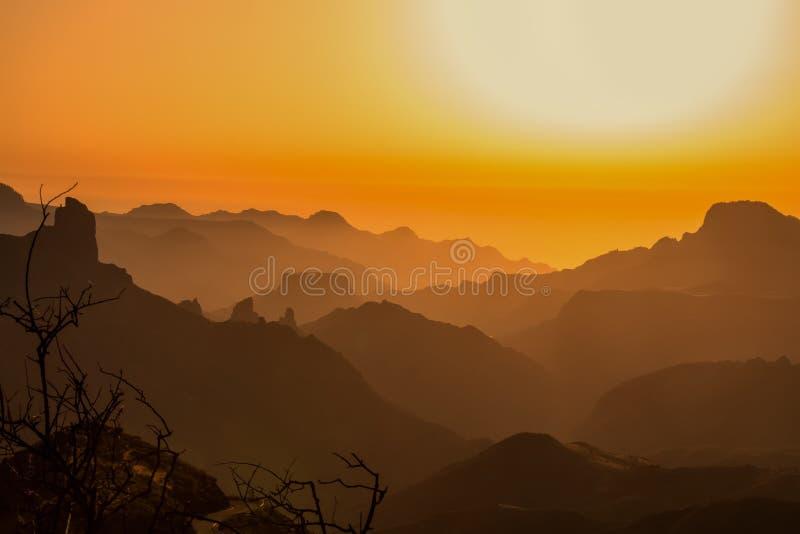 Zonsondergang in de bergen van Gran Canaria royalty-vrije stock foto's