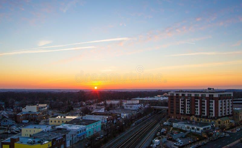 Zonsondergang in de horizon stock afbeeldingen