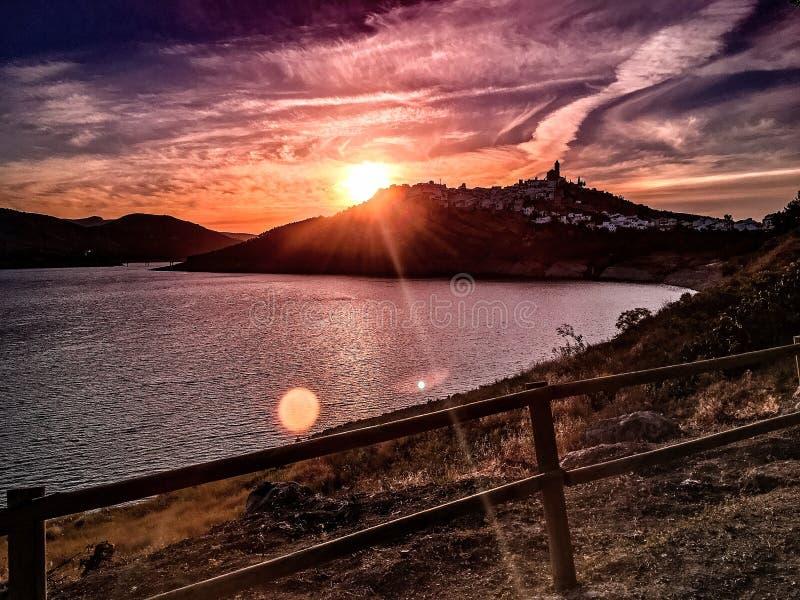 Zonsondergang in de kruik van dorpsiznã ¡, rdoba CÃ ³ royalty-vrije stock foto
