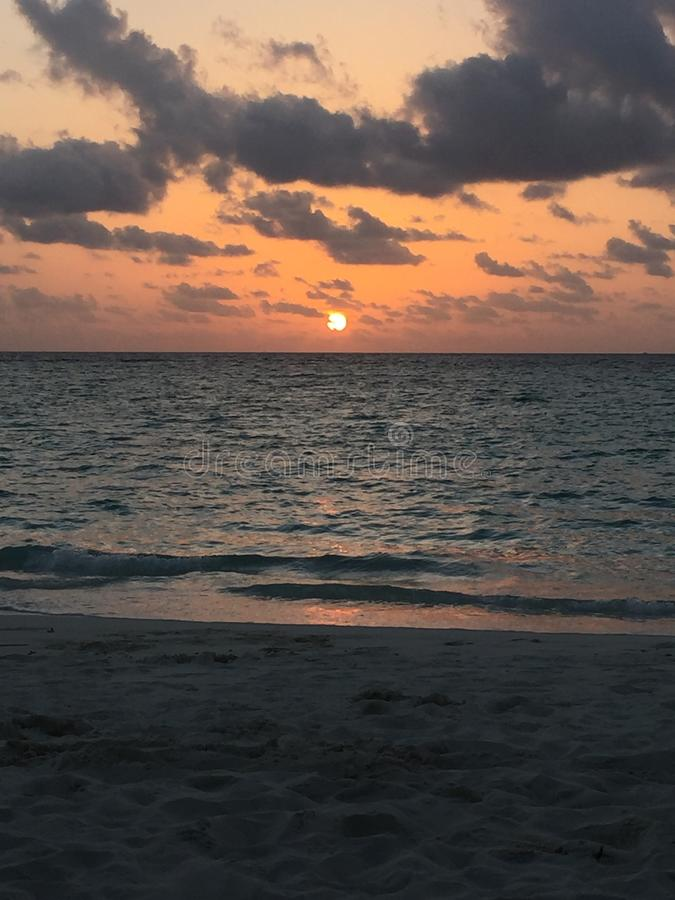 Zonsondergang de Maldiven stock foto