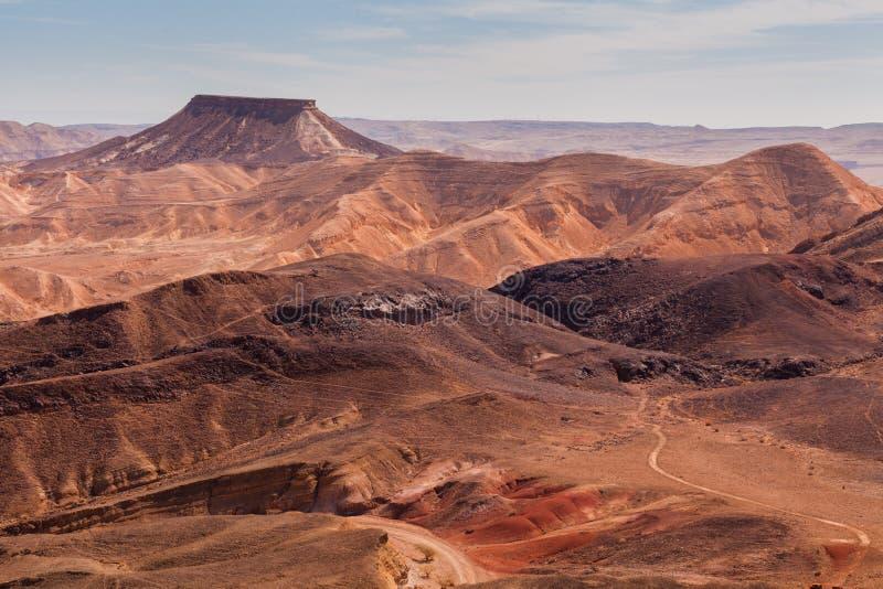 Zonsondergang in de Negev-woestijn Makhtesh Ramon Crater royalty-vrije stock foto's