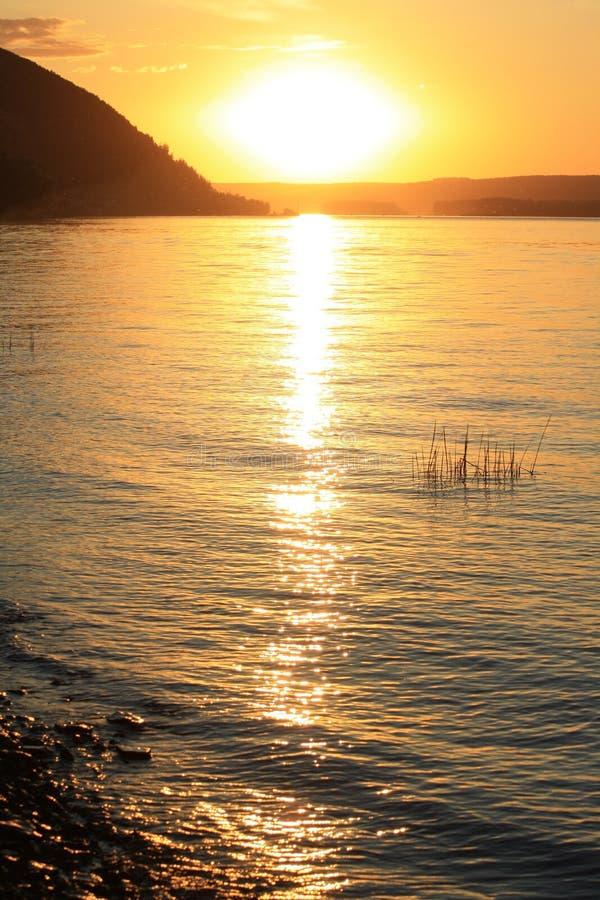 Zonsondergang in de rivier royalty-vrije stock foto