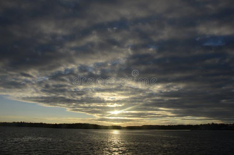 Zonsondergang in de rivier royalty-vrije stock afbeelding