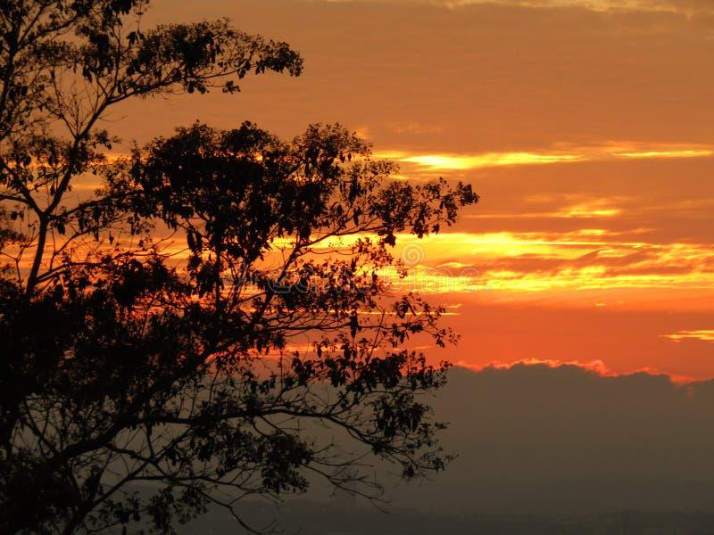 Zonsondergang in de stad van Chiapas Mexico stock afbeeldingen
