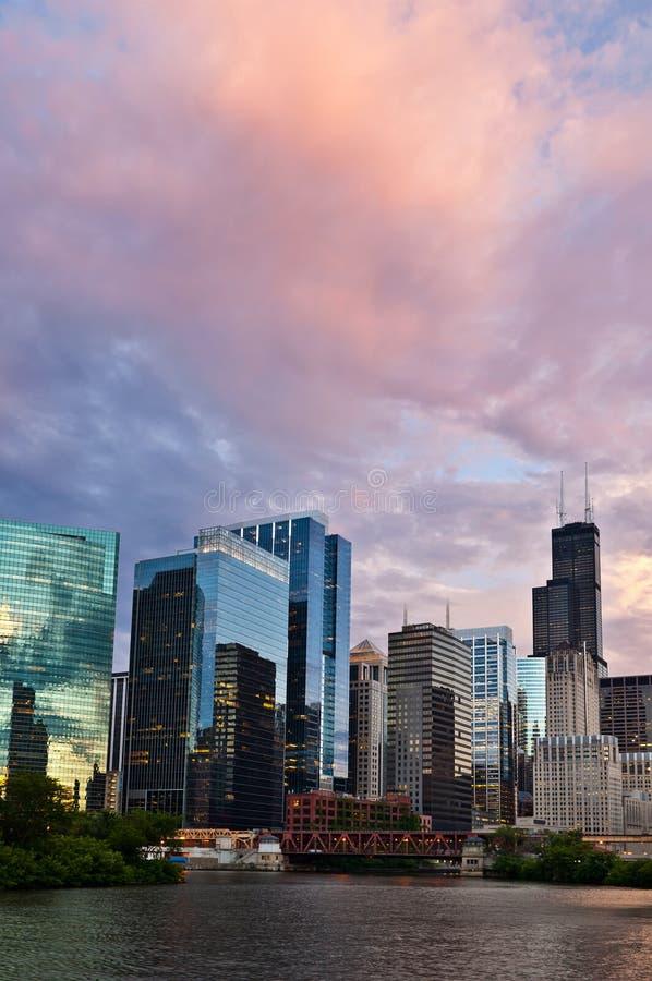 Zonsondergang in de stad van Chicago. stock foto