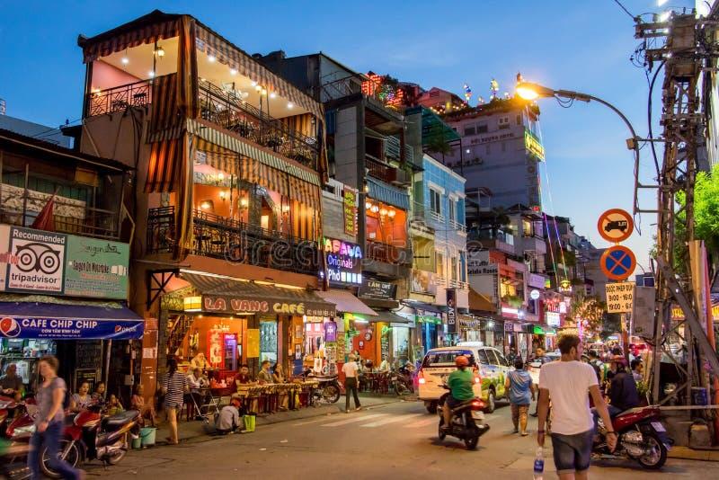 Zonsondergang in de straten van Saigon stock afbeeldingen