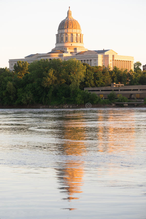 Zonsondergang de Van de binnenstad Archite van Jefferson City Missouri Capital Building stock foto's