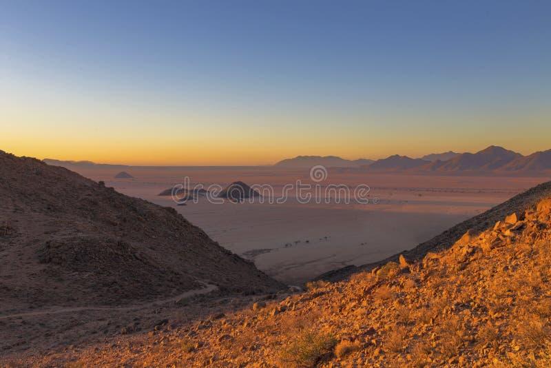Zonsondergang in de woestijn Namib royalty-vrije stock fotografie