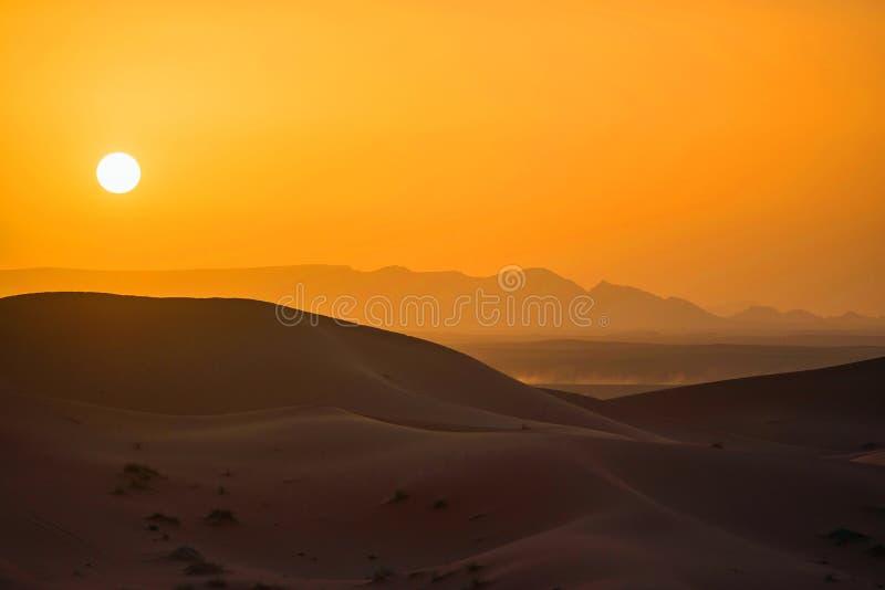 Zonsondergang in de Woestijn van de Sahara royalty-vrije stock foto's