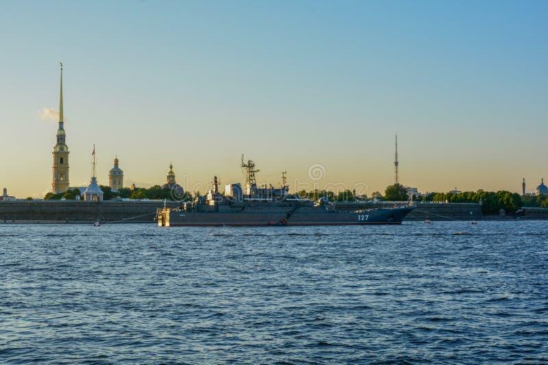 Zonsondergang in de Zomertijd van Heilige Petersburg royalty-vrije stock foto