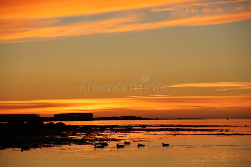 Zonsondergang dichtbij Reykjavik stock afbeeldingen