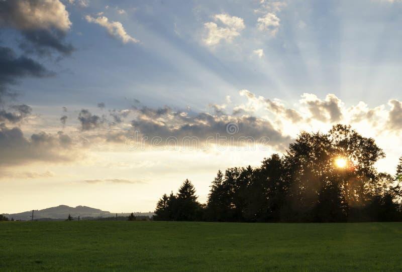 Zonsondergang dichtbij Steingaden royalty-vrije stock afbeelding